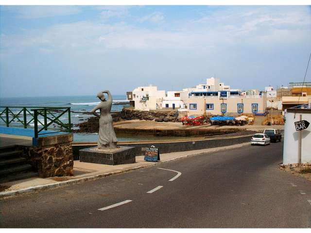 Quaint old harbour with restaurants/bars - Casa Lisa Apartment, El Cotillo, Fuerteventura